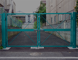 屋外のフェンス